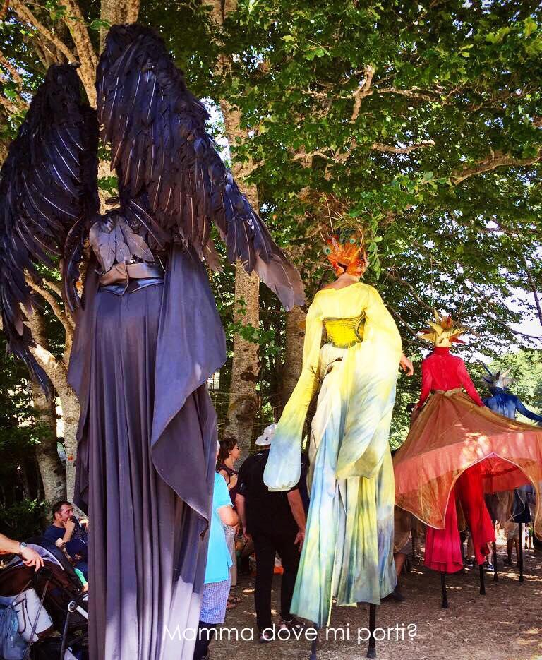 Parata di apertura - arrivo nel bosco Festa degli Gnomi