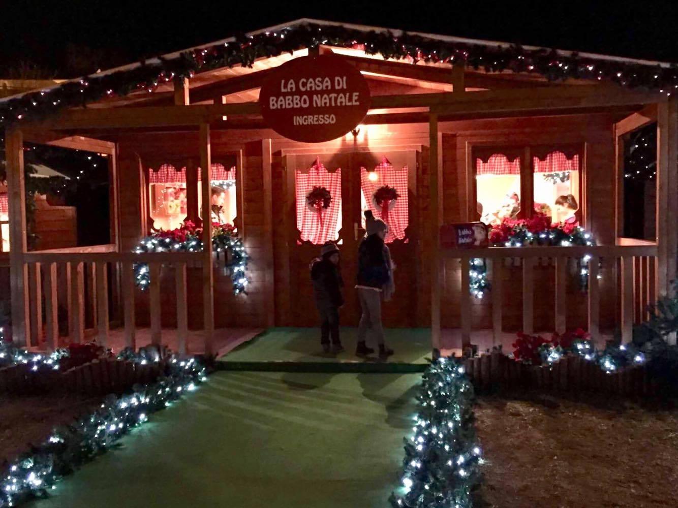 Dove E La Casa Di Babbo Natale.La Casa Di Babbo Natale A Castel Castagna Dall 8 Dicembre Al 6
