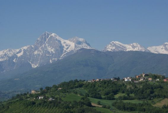 Poggio San Vittorino (TE)- Mercatino W La Mamma