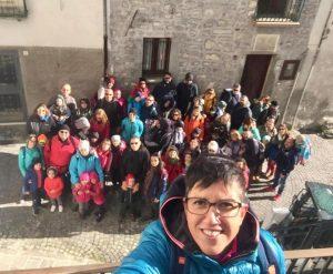Selfie con tutti i partecipanti all'escursione - Cosa fare con i bambini a Pietracamela
