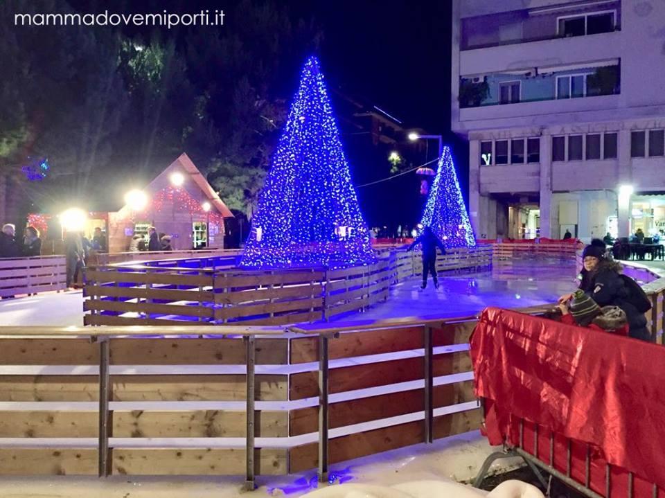 Piste di pattinaggio su ghiaccio in Abruzzo Natale 2018 - Piazza Salotto Pescara