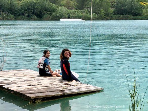 Sulla pedana del Lago Hot Lake Cable Park a Manoppello di Pescara