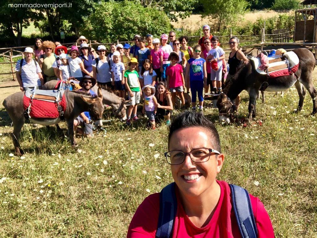 Gruppo del Family Trekking a Santo Stefano di Sessanio e Rocca Calascio con i bambini