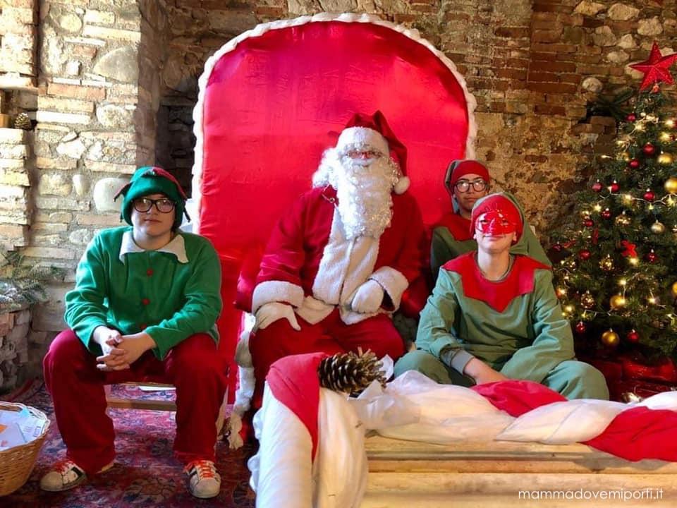 Babbo Natale e gli Elfi al Borgo di Babbo Natale a Ripattoni
