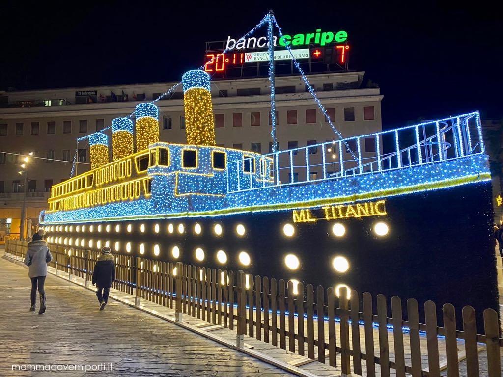 Luci d'artista Luminarie Natale a Pescara 2019 - Titanic Piazza Salotto