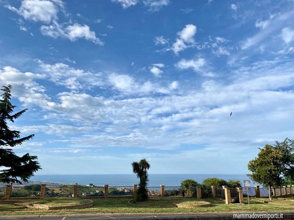 Il mare Adriatico da Tortoreto Alto