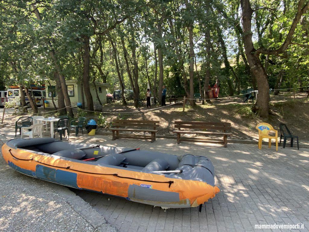 Gommoni e area ristoro Rafting per famiglie in Abruzzo