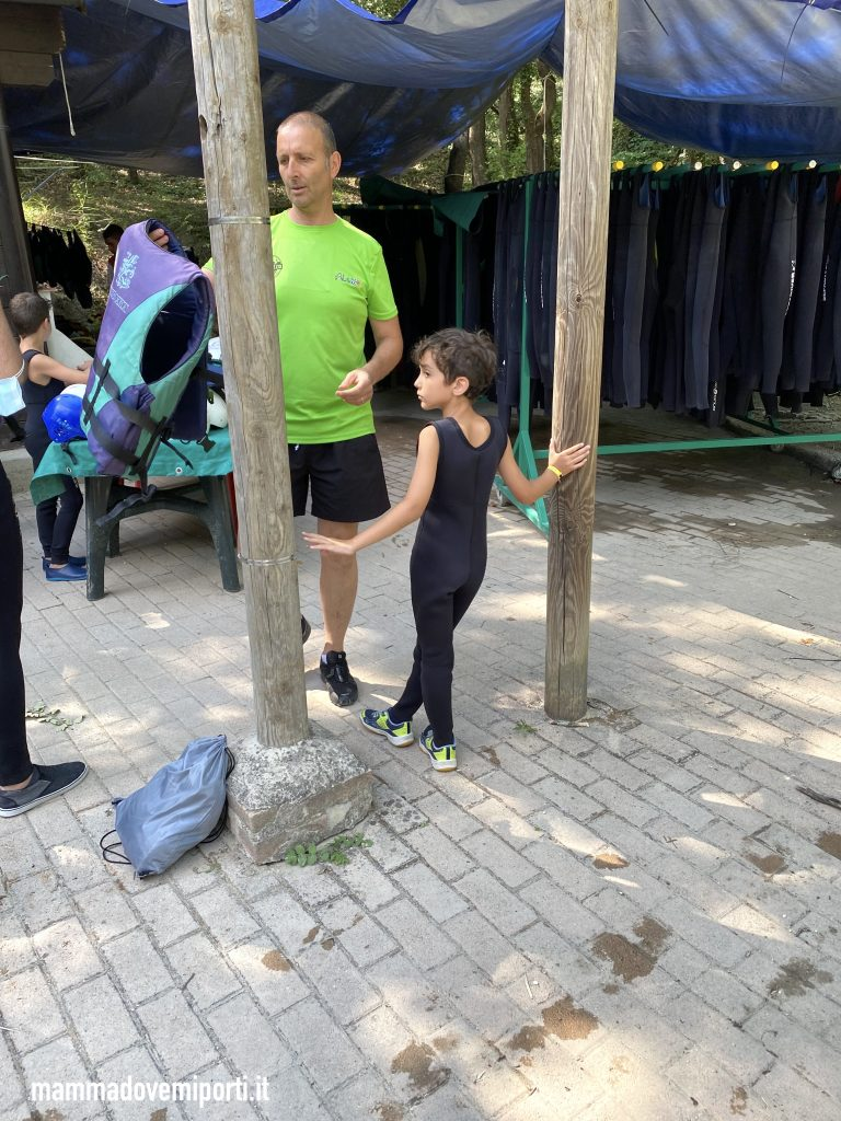 Consegna mute e caschi di Rafting per famiglie in Abruzzo