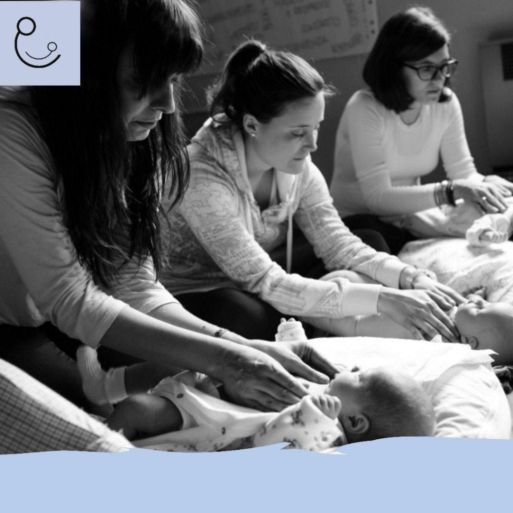 Mamme che praticano il Massaggio Infantile con AIMI Abruzzo