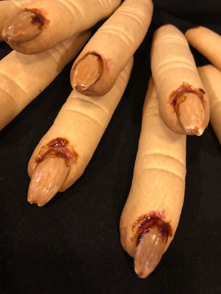 Le dita della Strega cotte per festeggiare Halloween a casa