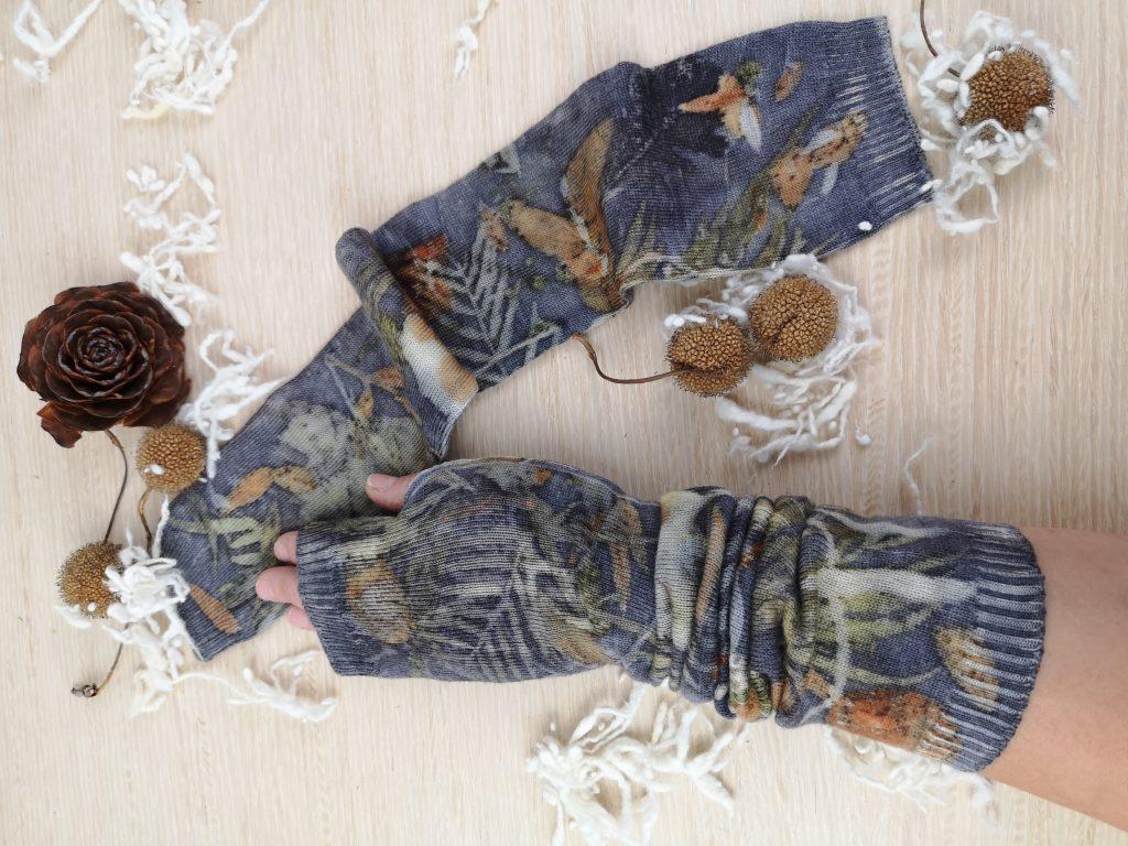 Regali di Natale 2020: idee regalo di Sogni di Cinzia, guanti in lana merinos stampati con foglie vere