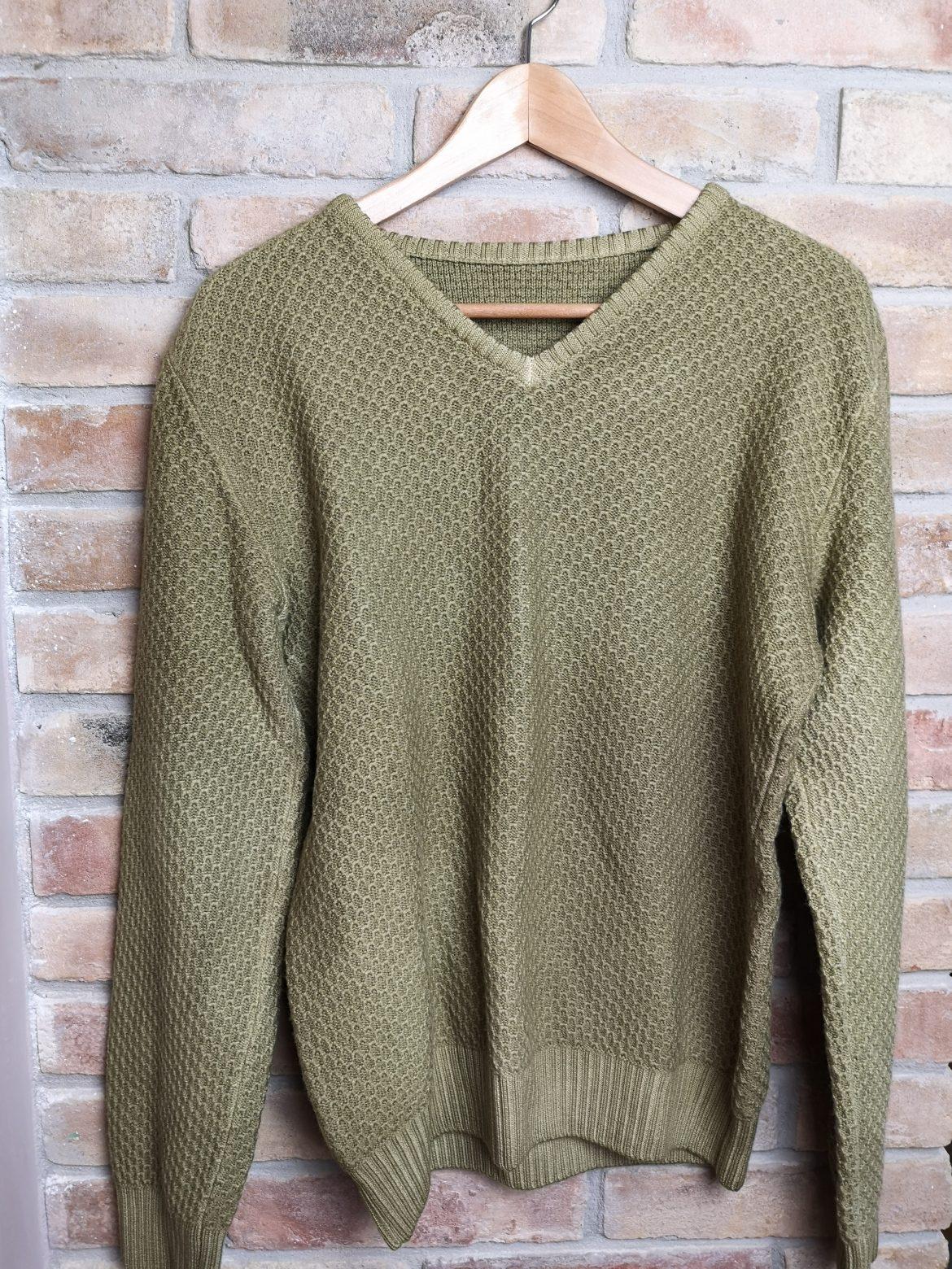 Regali di Natale 2020: idee regalo di Sogni di Cinzia, maglione verde tinto con piante tintorie