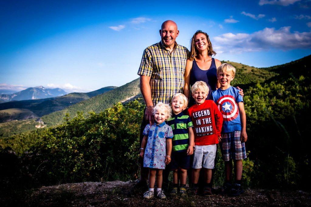 Ralph e Ninke titolari della Fattoria Valle Magica e i loro quattro figli