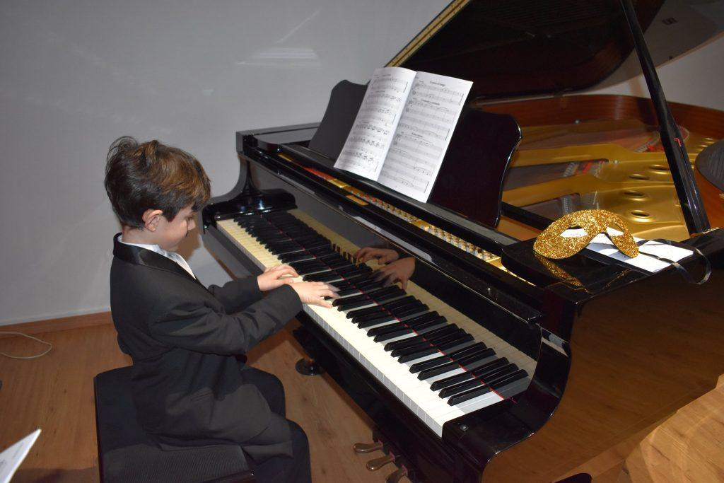 Lezioni di musica all'Accademia delle Arti di Pescara