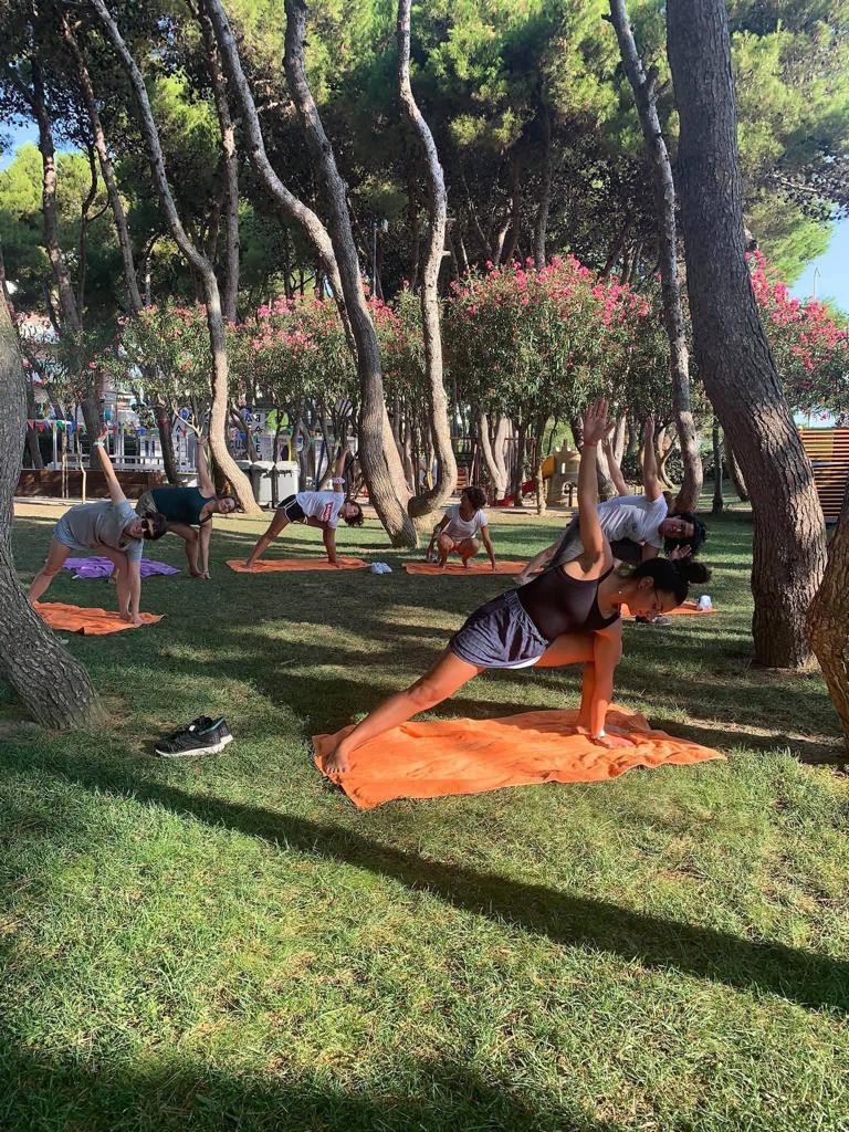 Yoga in pineta all'Hotel Baltic di Giulianova